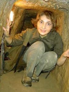 Sans voile dans une grotte de Niyasar.