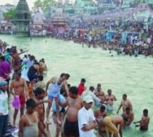 À Haridwar, les hindous en liesse célèbrent le Gange