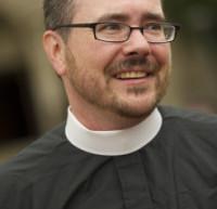 Moment historique : le sermon d'un prêtre transgenre dans la cathédrale nationale de Washington