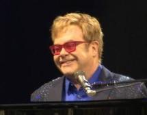 Selon l'artiste Elton John, Jésus aurait été en faveur du mariage gai