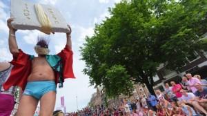 Les passagers sur le bateau juif à la gay pride Amsterdam, le 2 août 2014 | Photo : Cnaan Liphshiz / JTA