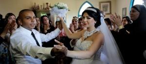 Mahmoud Mansour et Moral Malka se sont mariés dimanche | Photo : Ammar Awad (REUTERS)
