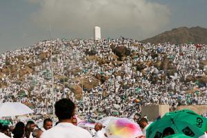 Pèlerins sur le mont Arafat | Photo : Omar Chatriwala
