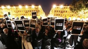 Un rassemblement de soutien de citoyens à Nice, en France | Photo :  Valery Hache (AFP)