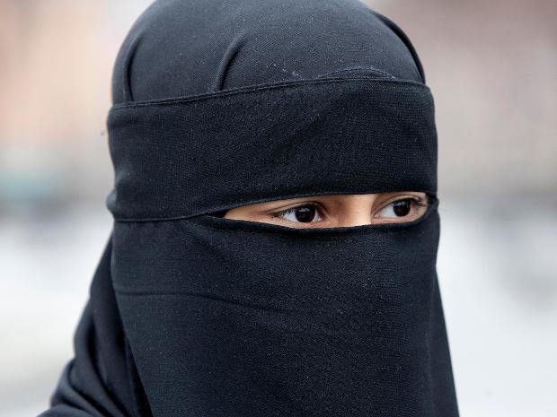 Femme portant le niqab   Allen Photo : McInnis (Postmedia News)