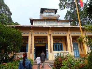 L'entrée principale du temple Phi Lai Tu, dans le village de Ba Truc | Photo : Phuoc Thien Tran