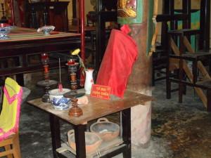 Un autel dédié à une divinité taoïste et le nombre de prières nécessaire | Photo : Phuoc Thien Tran