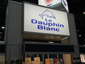 Le Dauphin Blanc, éditeur majeur dans le domaine du nouvel âge et de la croissance spirituelle, était au rendez-vous dans un kiosque imposant | Photo : Steeve Bélanger